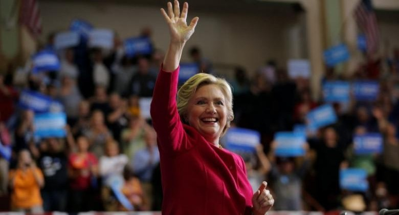 U.S. Democratic presidential nominee Hillary Clinton acknowledges the crowd at a campaign rally in Harrisburg, Pennsylvania, U.S. October 4, 2016.  REUTERS/Brian Snyder